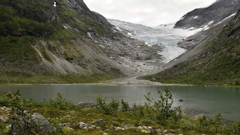 Ledovec Jostedalsbreen a vA?let ke splazu Brattebakbreen.